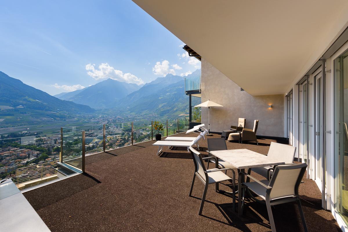 LA PERGOLA SUITES - Dorf Tirol Ferienwohnung Appartement Zimmer Infinity Pool