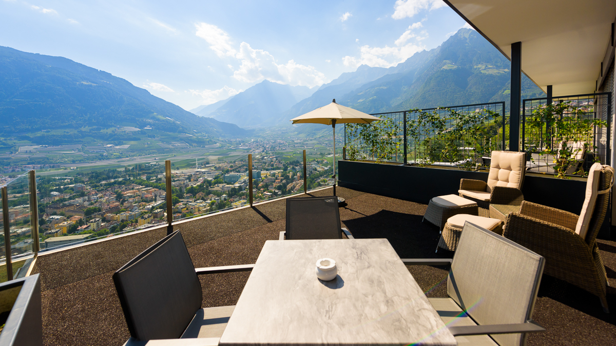 LA PERGOLA SUITES Weissburgunder - Dorf Tirol Ferienwohnung Appartement Zimmer Infinity Pool