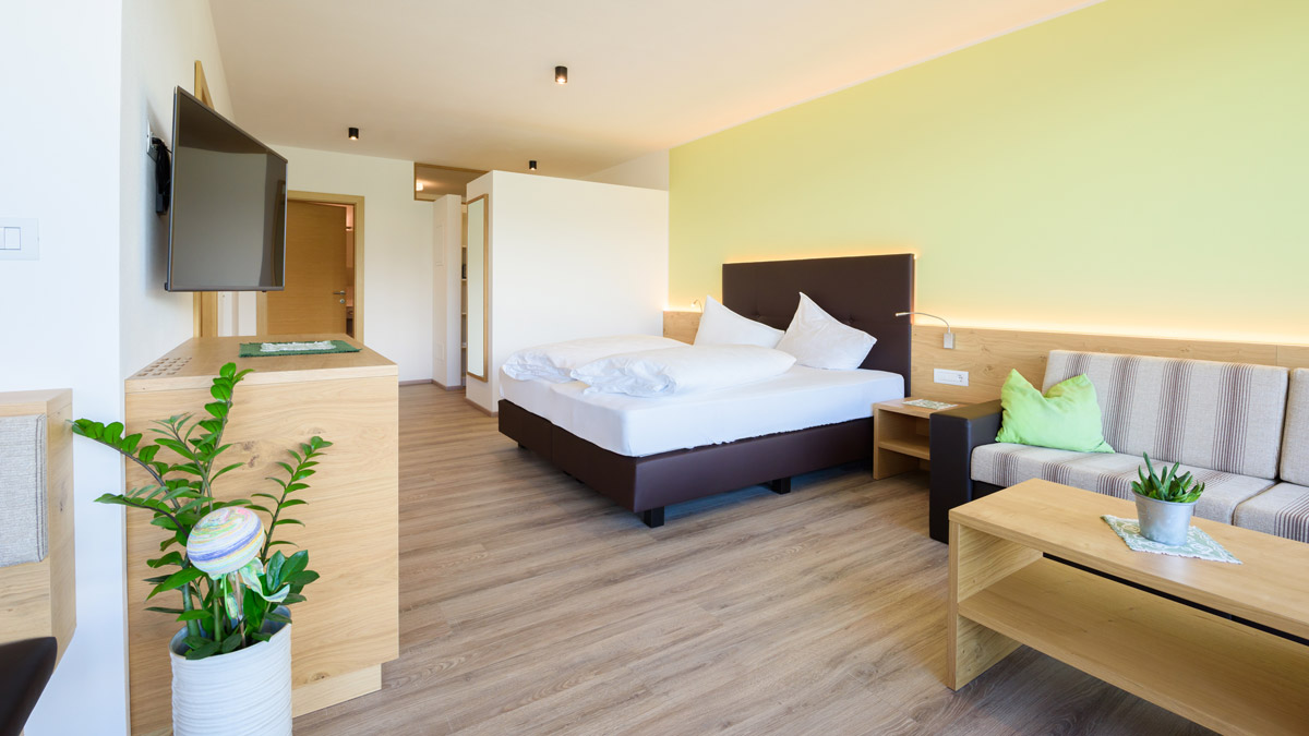 LA PERGOLA SUITES Vernatsch - Dorf Tirol Ferienwohnung Appartement Zimmer Infinity Pool